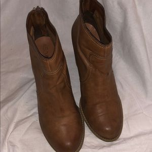 ABOUND BROWN ANKLE BOOTS SIZE 9.5